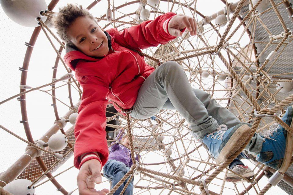 Children in the climbing apparatus of Berliner Seilfabrik