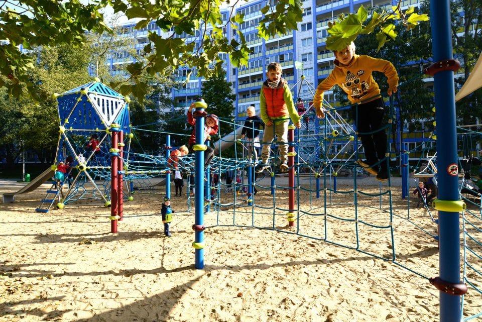 Niedrigseilgarten, Kletterlandschaft – Berliner Seilfabrik – Spielgeräte fürs Leben